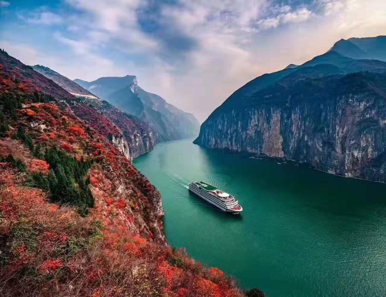 想去长江三峡坐豪华游轮,请问船票在哪买?网上预订安全吗?